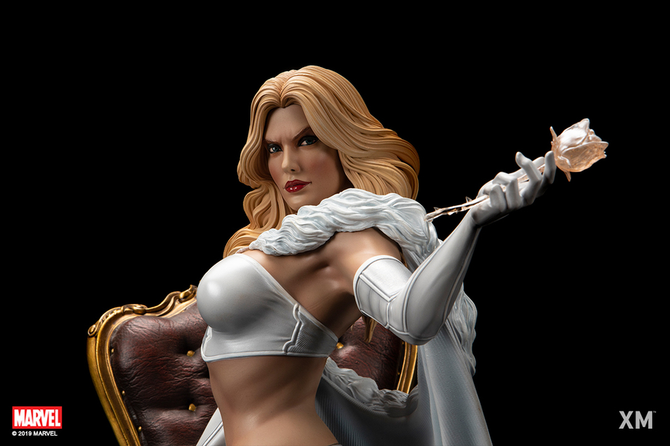 Premium Collectibles : Emma Frost 11usj3f