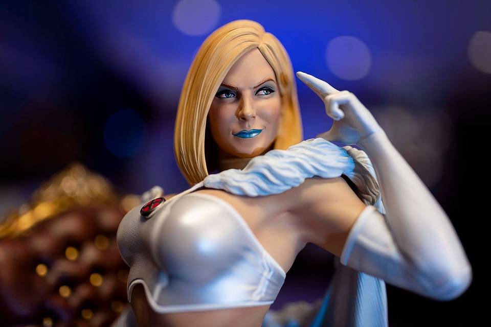 Premium Collectibles : Emma Frost 120089261_10157197607irknl