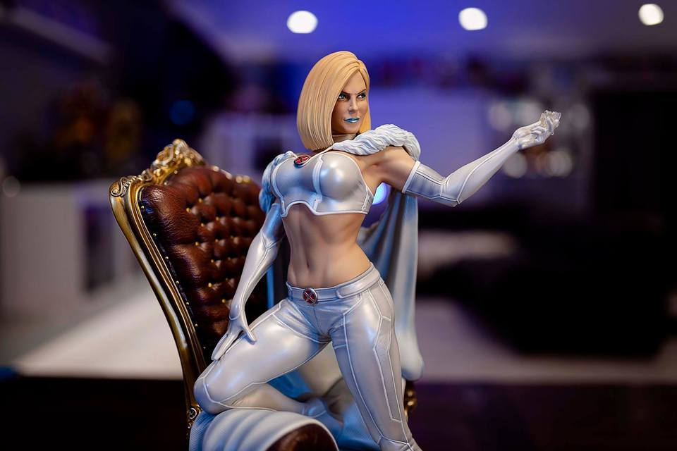 Premium Collectibles : Emma Frost 120097546_10157197607ejjcw