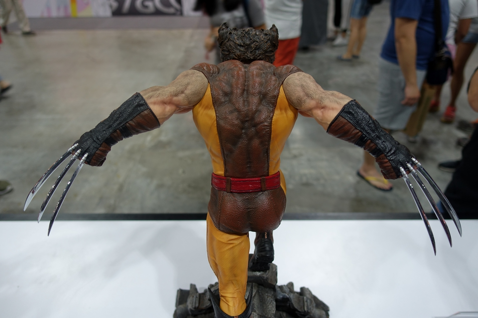 Premium Collectibles : Wolverine brown** - Page 2 122aipv
