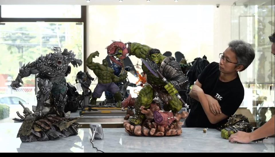 Premium Collectibles : Planet Hulk / King Hulk** 129008818_101577506406kkpz