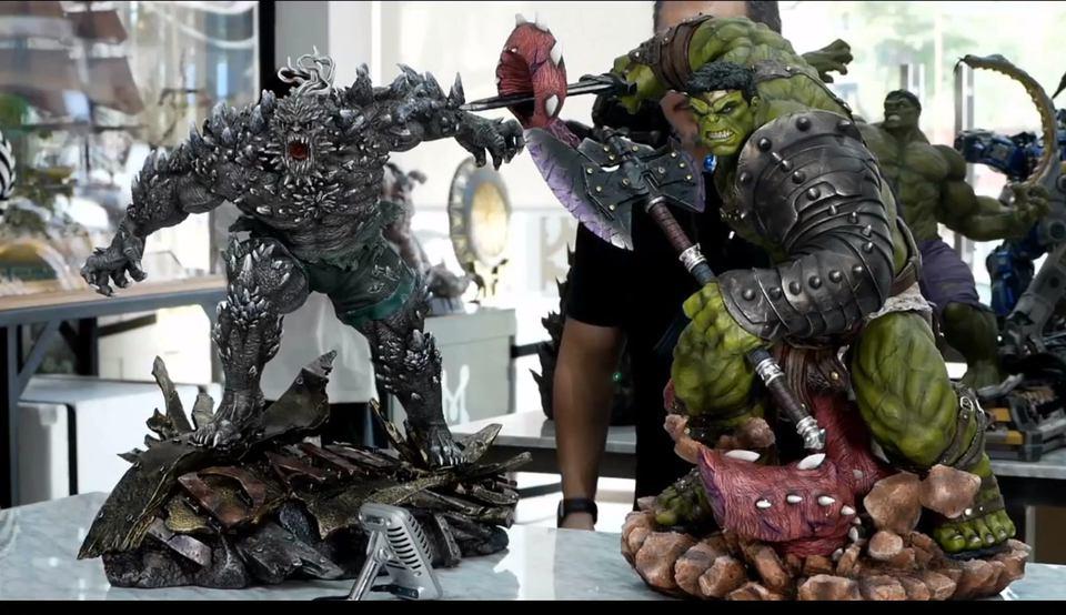Premium Collectibles : Planet Hulk / King Hulk** 129282836_1015775064052ja0