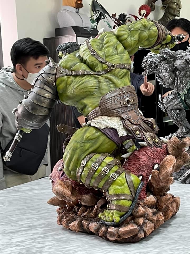 Premium Collectibles : Planet Hulk / King Hulk** 129369951_37873287412jfj4h