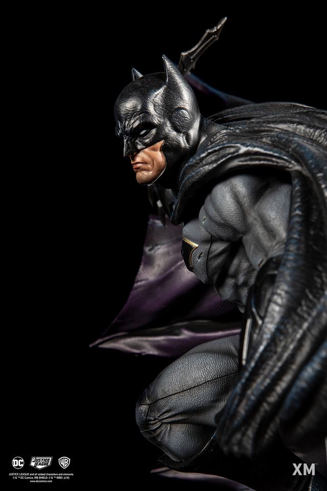 Premium Collectibles : JLA Batman 1/6**   12cijq5