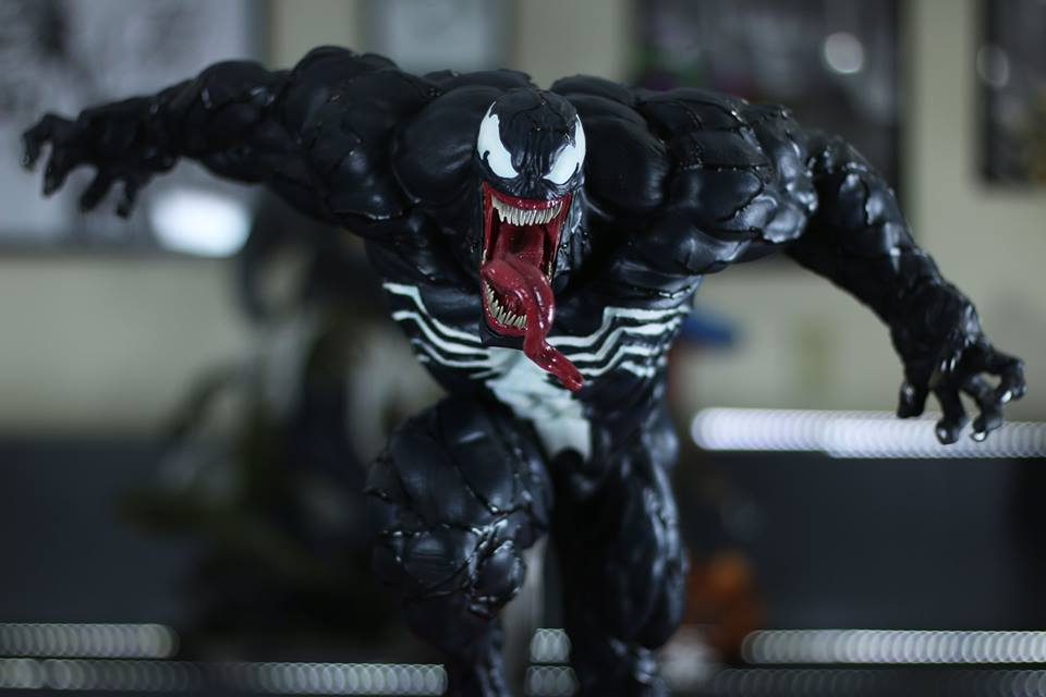 Premium Collectibles : Venom - Comics Version - Page 5 13seu0q