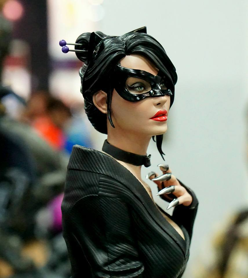Premium Collectibles : Catwoman - Page 2 14233231_727606157405lhbl8