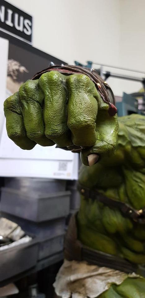 Premium Collectibles : Planet Hulk / King Hulk** 142352527_27838452218q7kee