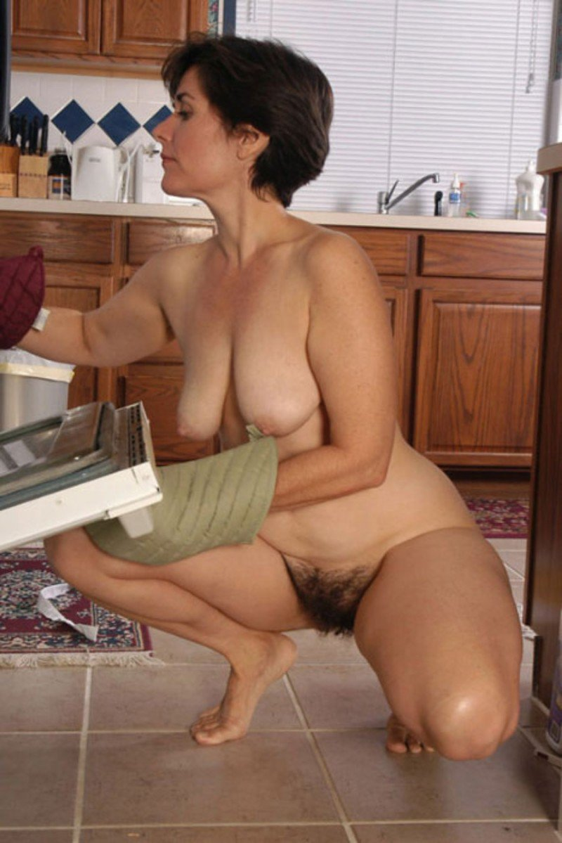 Снимает голую на кухне порно фото 227-284