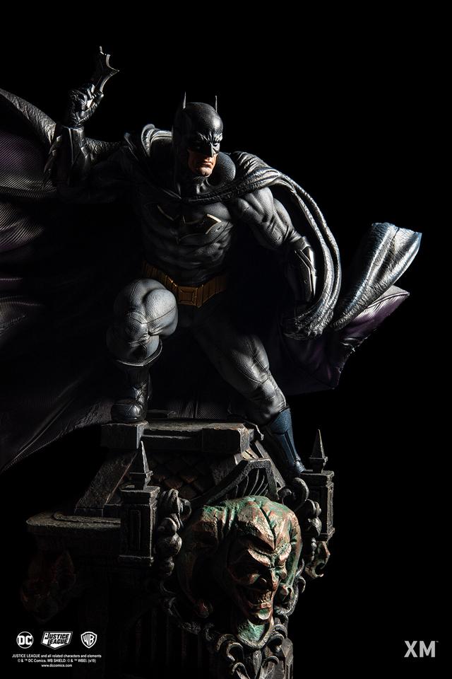 Premium Collectibles : JLA Batman 1/6**   143dkbx