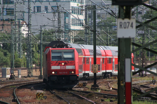 146 215-9 Einfahrt Stuttgart Hbf