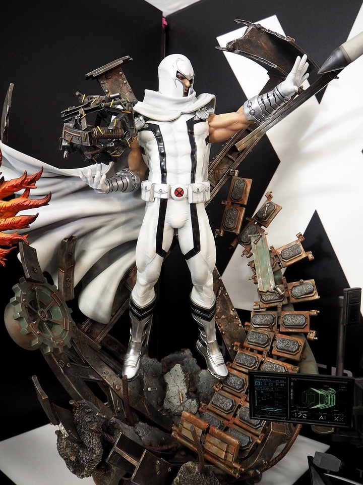 Premium Collectibles : Magneto White Version 16ksv1