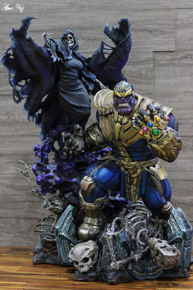 Premium Collectibles : Thanos and Lady Death 16sj8a