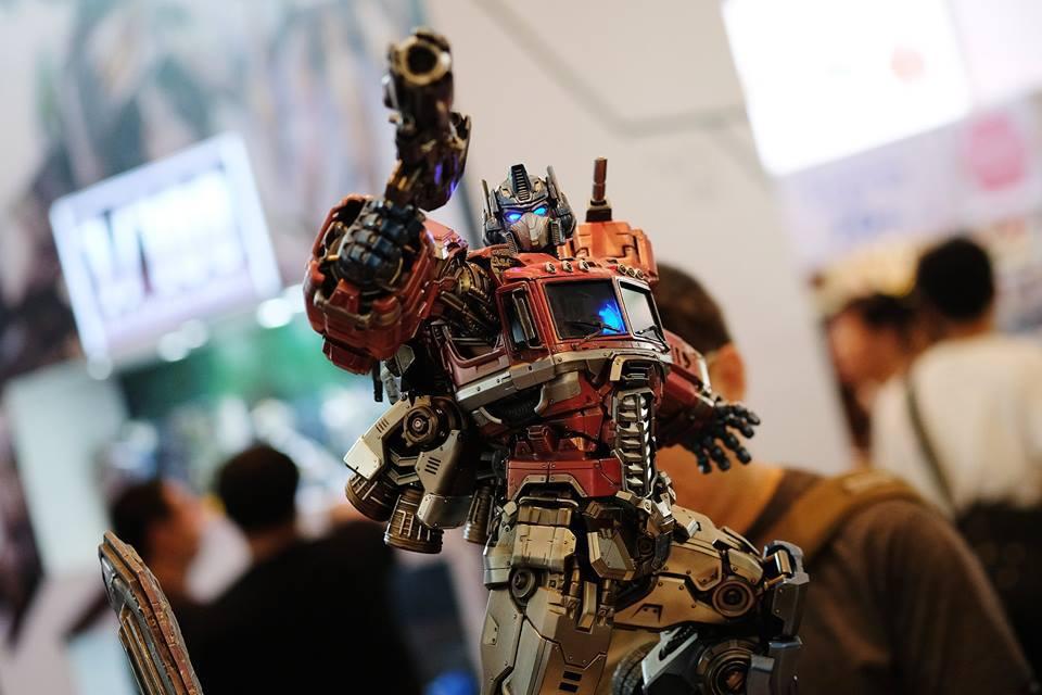 Premium Collectibles : Transformers - Optimus Prime (G1) 17991793_1020892498387yumz