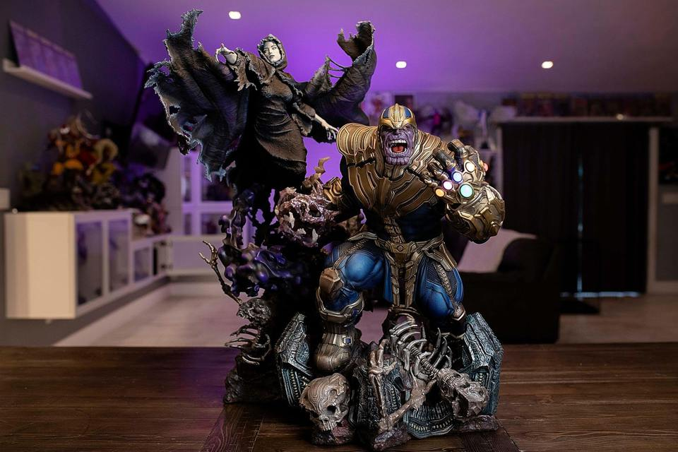 Premium Collectibles : Thanos and Lady Death 17vj6k