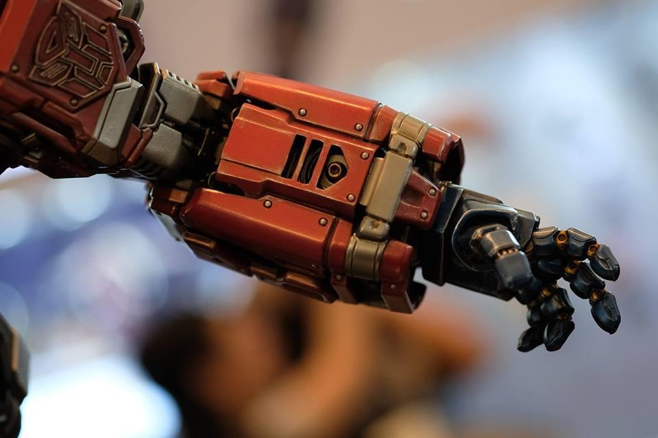 Premium Collectibles : Transformers - Optimus Prime (G1) 18058038_102089249903ieu49