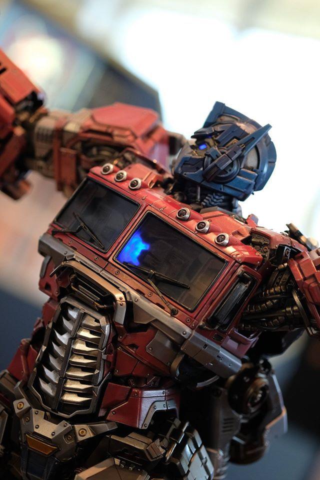 Premium Collectibles : Transformers - Optimus Prime (G1) 18077249_102089249883zpu4k