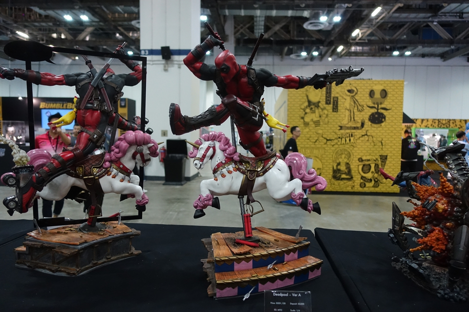 Premium Collectibles : DeadPool ** 18n7k32