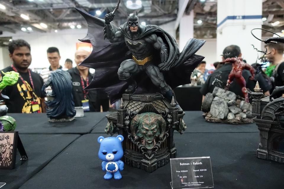 Premium Collectibles : JLA Batman 1/6**   1eak3j