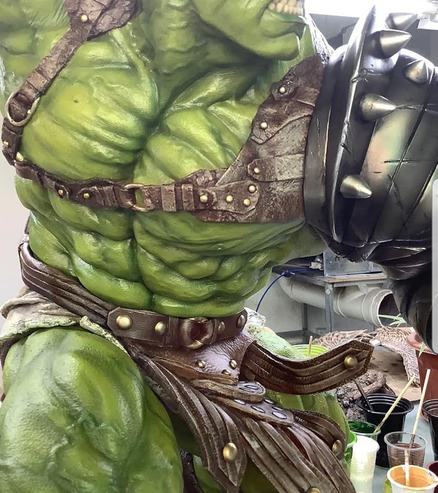 Premium Collectibles : Planet Hulk / King Hulk** 1hdjts