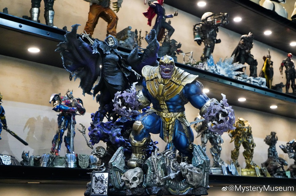 Premium Collectibles : Thanos and Lady Death 1jbkcq