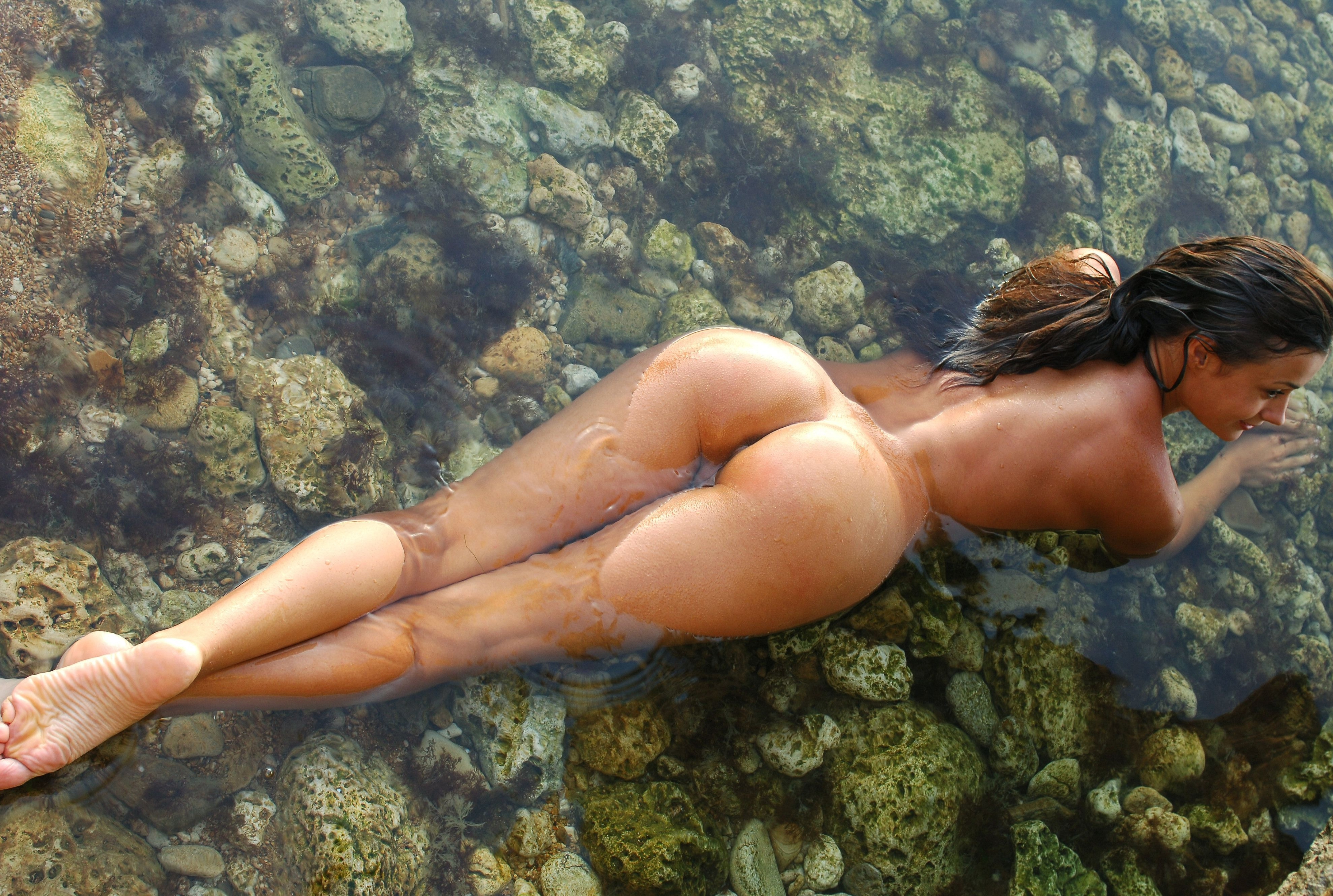 blowjob-hot-naked-women-in-the-water-hot-asian