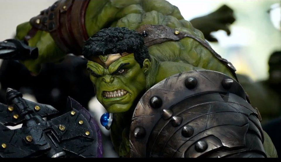 Premium Collectibles : Planet Hulk / King Hulk** 1thj90