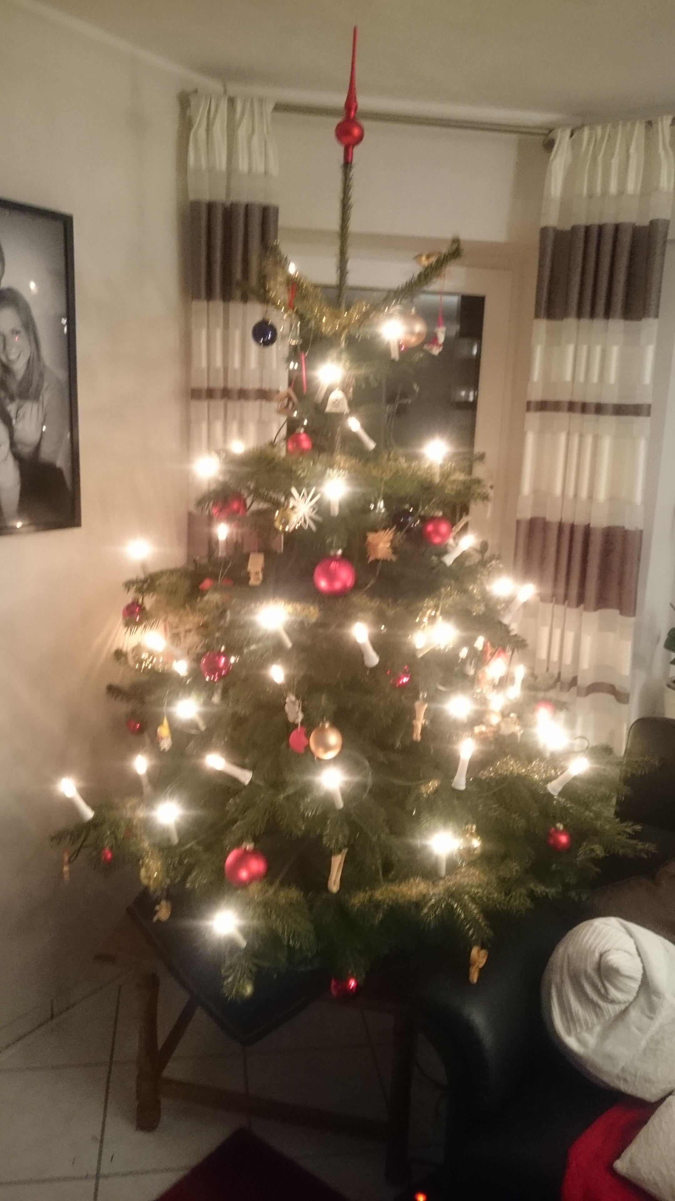 23 t r zeig uns deinen weihnachtsbaum und gewinnen pixum. Black Bedroom Furniture Sets. Home Design Ideas