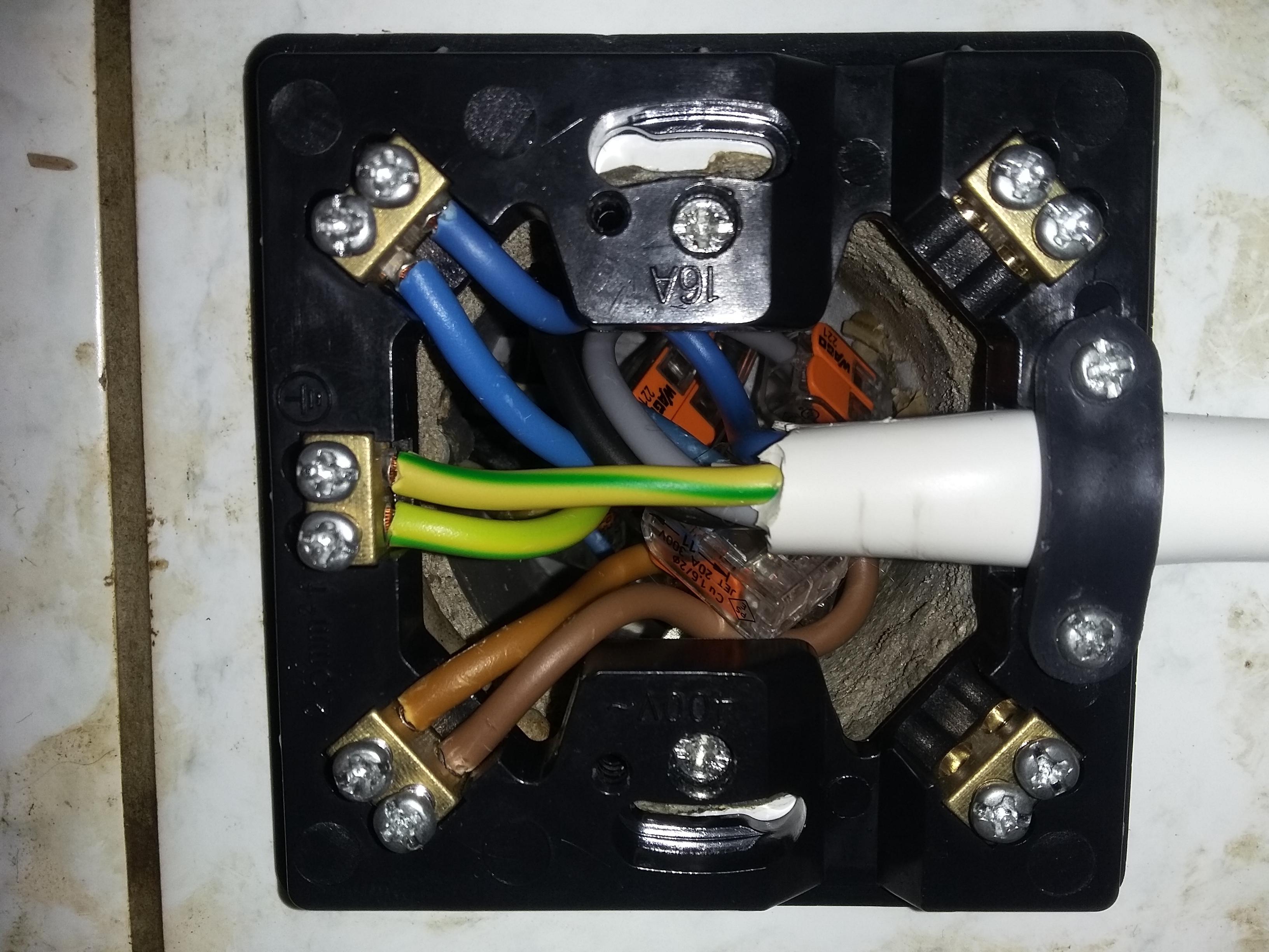 Im Elektroherd ist was nicht angeschlossen, könnte es ein Thermostat ...