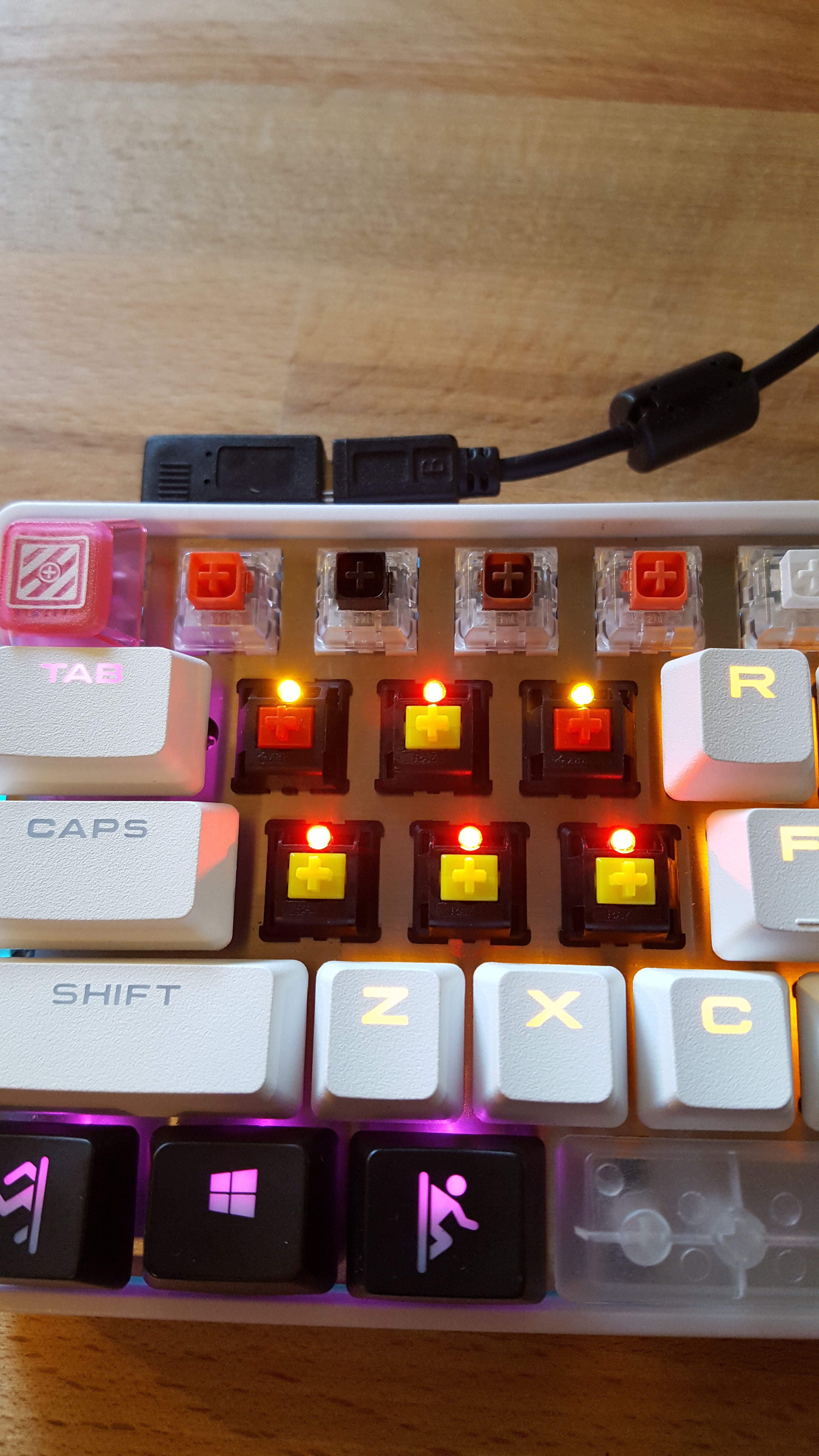 Hot swappable mechanical keyboard *by MeckeyAlpha