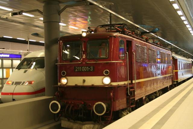 211 001-3 Berlin Hbf (Tief)