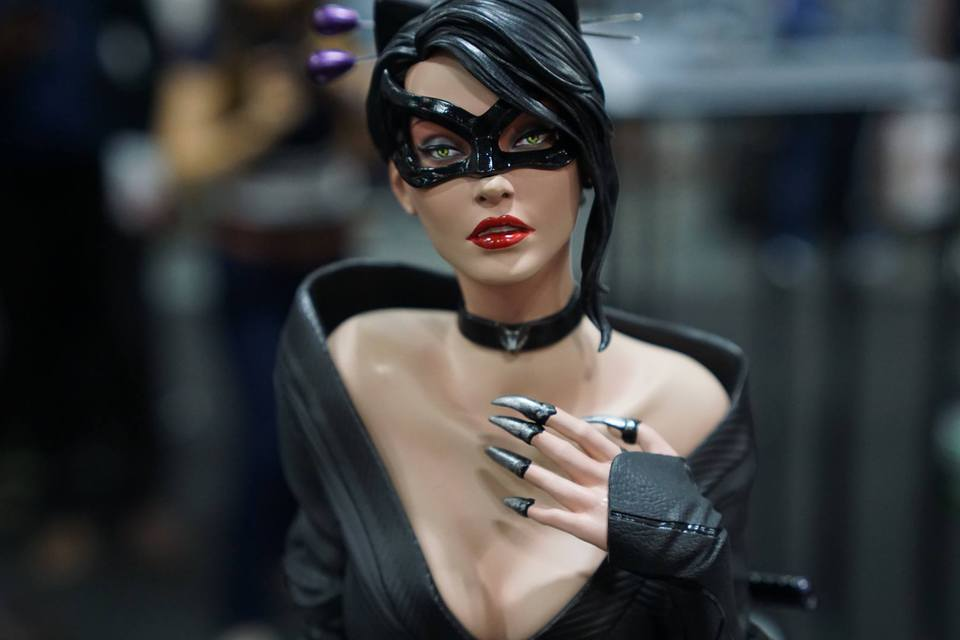 Premium Collectibles : Catwoman - Page 3 21762504_147148396961c3sf5