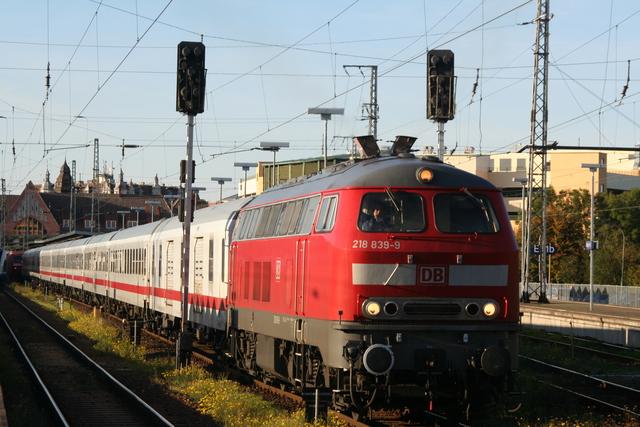218 839-9 Ausfahrt Stralsund