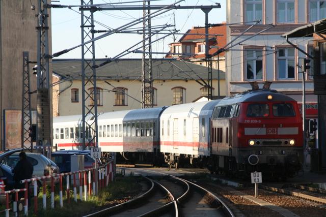 218 839-9 Einfahrt Stralsund