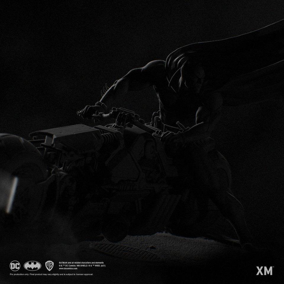 Premium Collectibles : Batman White Knight on Bike1/4 Statue 244461294_29882466447zxkc5