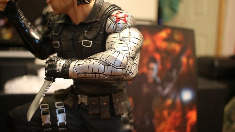 Premium collectibles : Winter Soldier  27355883_1643052432418roar