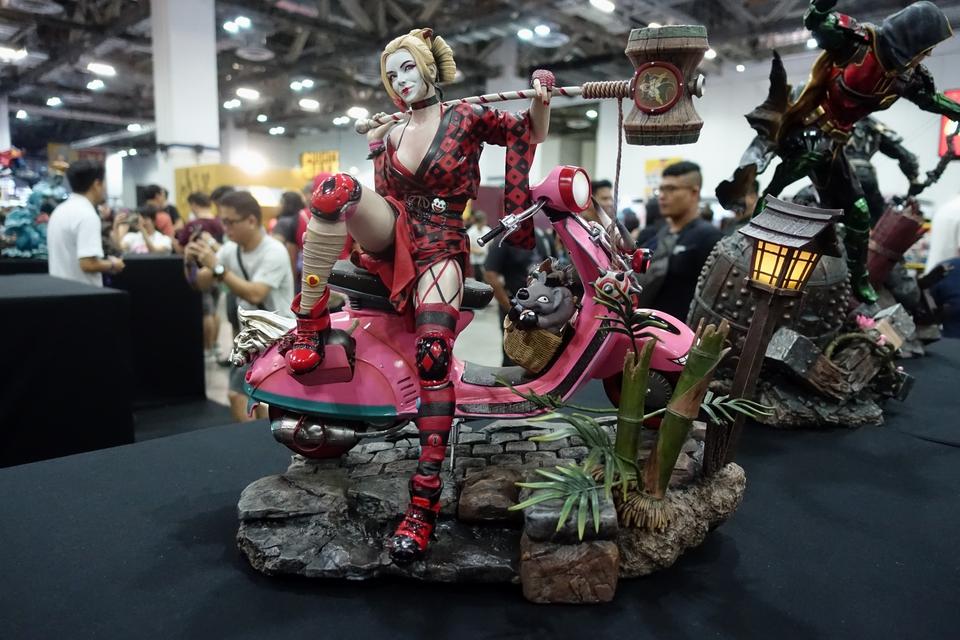 Premium collectibles : Harley Quinn** 27uk9d
