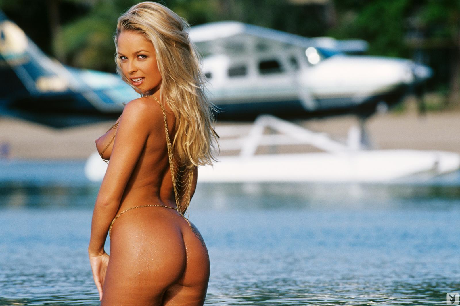 womens-imogen-bailey-topless-video-black
