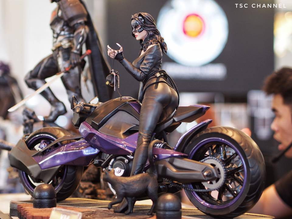 Premium Collectibles : Catwoman - Page 3 28wuai