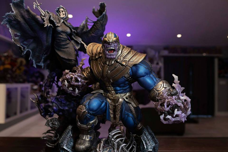 Premium Collectibles : Thanos and Lady Death 2c0jiz