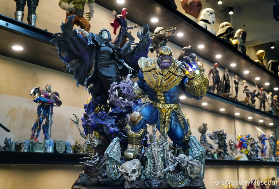 Premium Collectibles : Thanos and Lady Death 2g5jcu