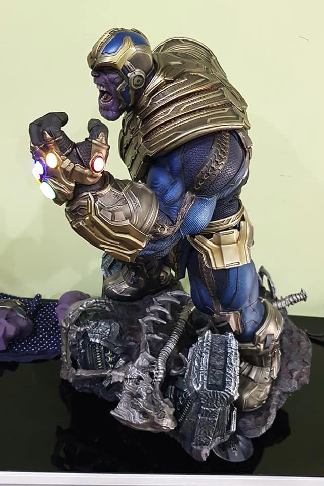 Premium Collectibles : Thanos and Lady Death 2knkh8