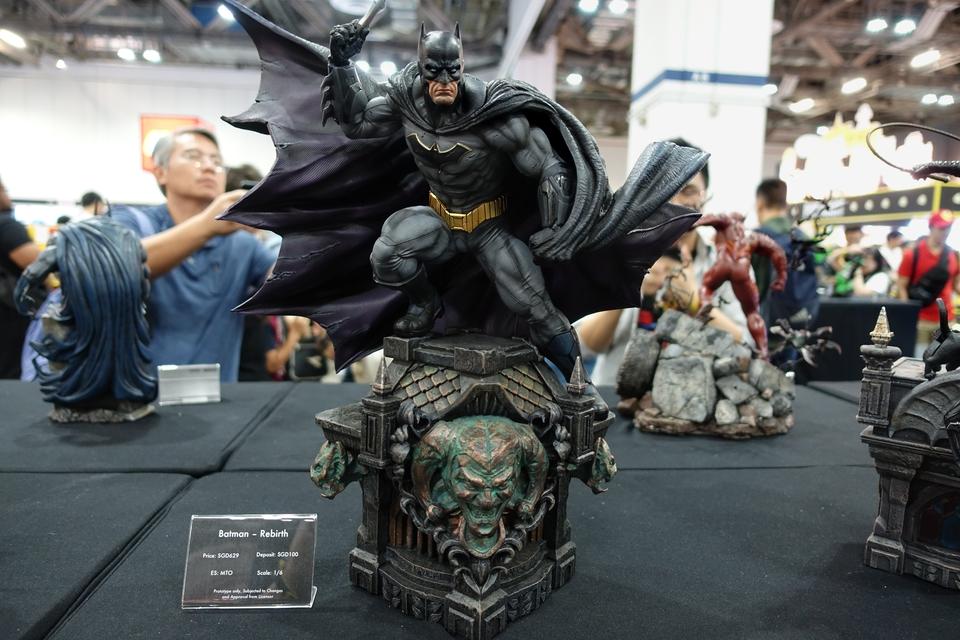 Premium Collectibles : JLA Batman 1/6**   2lhjh3