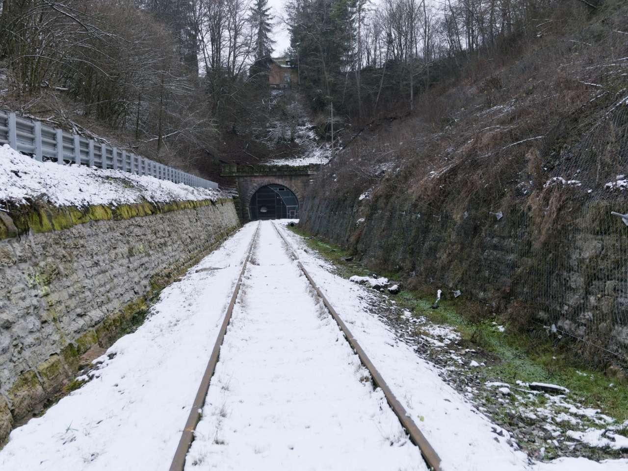 https://abload.de/img/3-12-tunneleinschnittq0k50.jpg