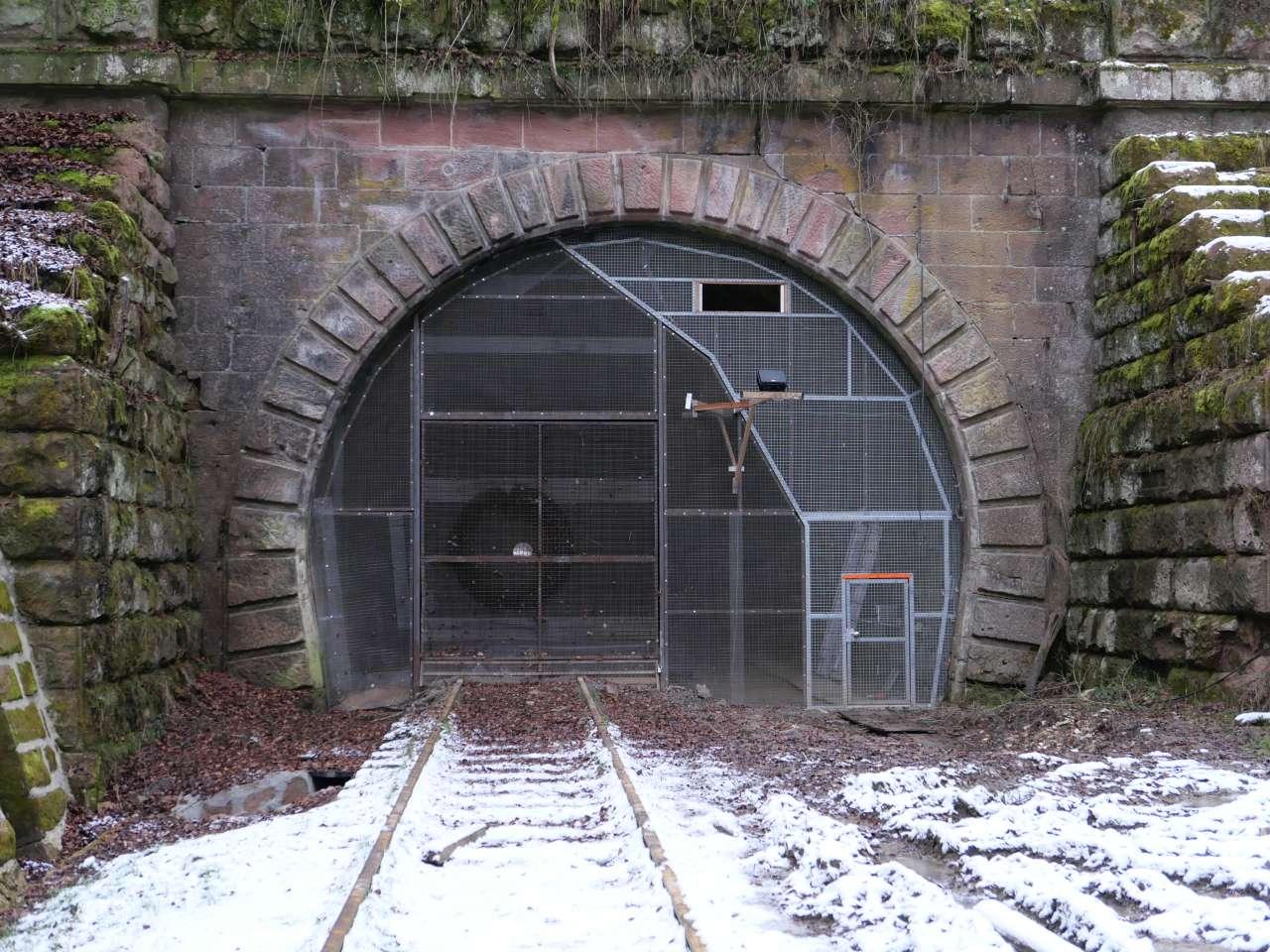 https://abload.de/img/3-15-tunnelportal2kzko5.jpg