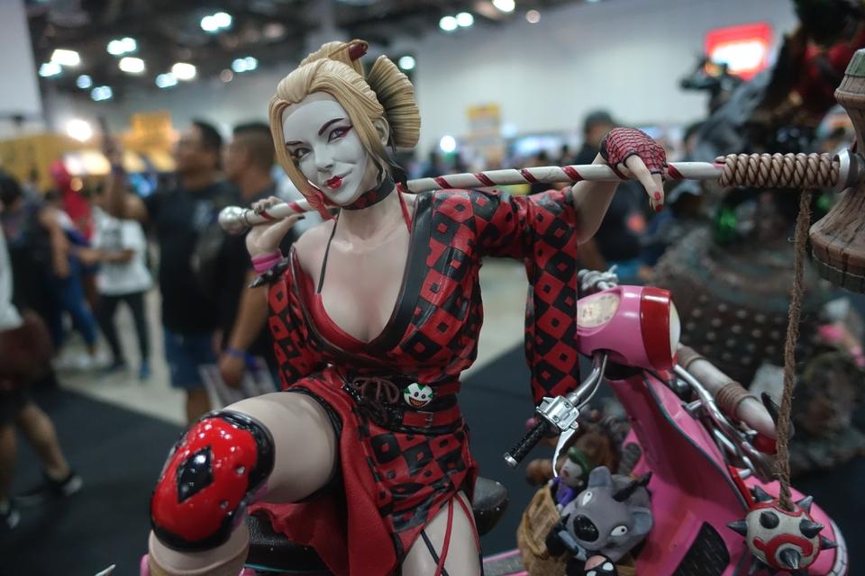 Premium collectibles : Harley Quinn** 32djzm