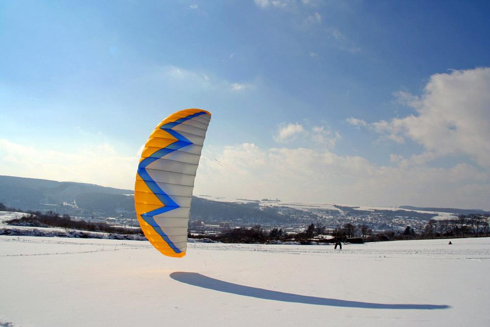 Surfen mal anders: Der Zugdrachen als Wintersportgerät