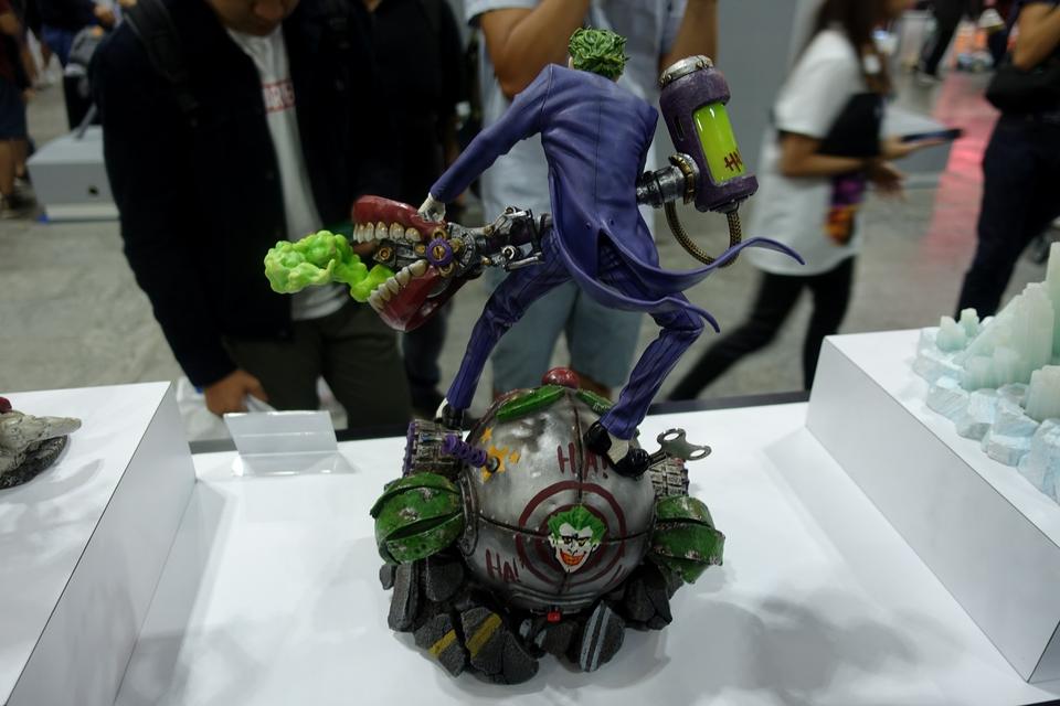 Premium Collectibles : Joker 1/6** 33pdjlw
