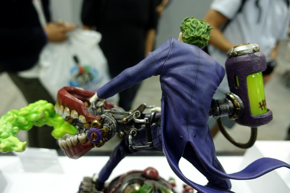 Premium Collectibles : Joker 1/6** 34xkjii