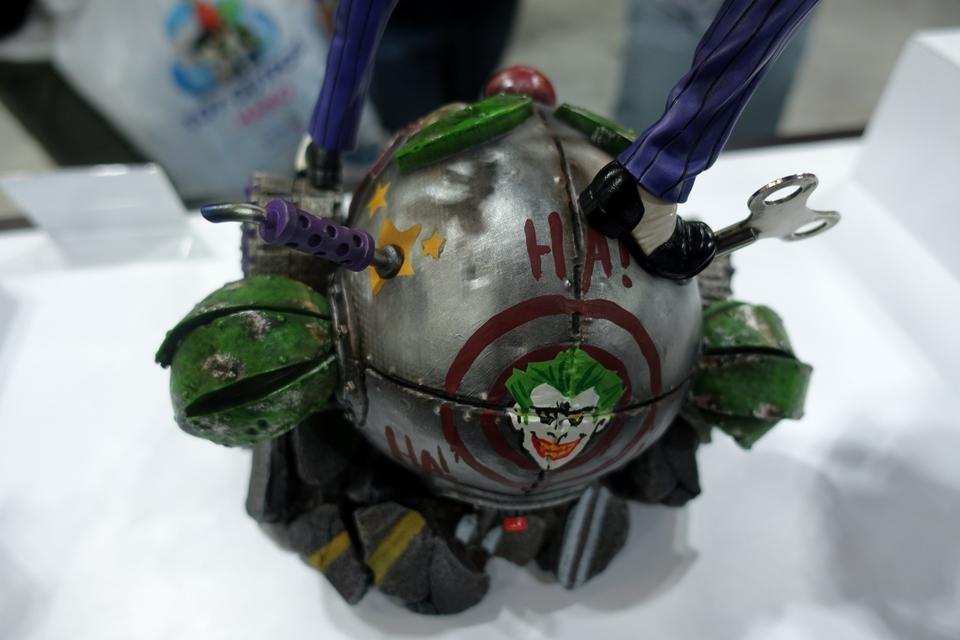 Premium Collectibles : Joker 1/6** 35uqjyw