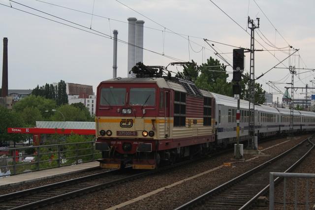 371 001-9 Einfahrt Berlin Ostbahnhof